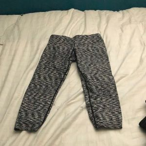 Cute leggings that are black and white